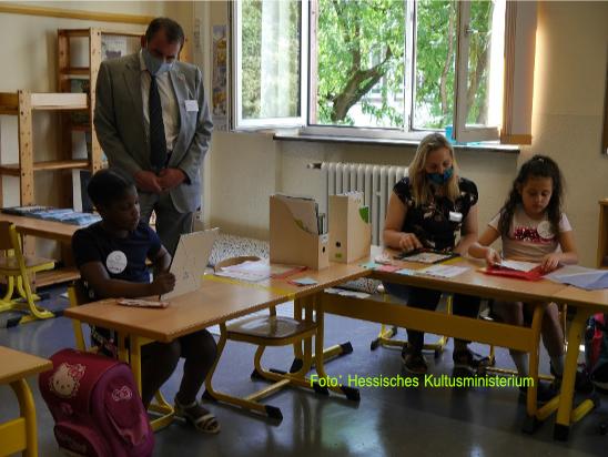 Minister Lorz besucht das Sommercamp der Liebfrauenschule